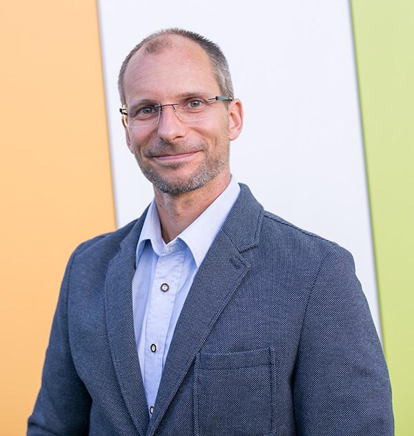 Dr Ronald Ecker